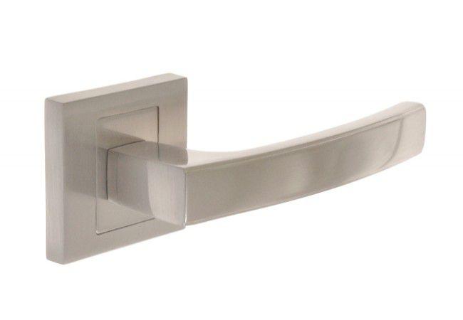 Klamka drzwiowa INFINITY HERMES KHR 300 z tarczką kwadratową satyna