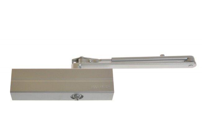 Samozamykacz Assa-Abloy DC140 z ramieniem srebrny. EN2/3/4/5  (skrzydło do 100 kg, max.szer.1250 mm)