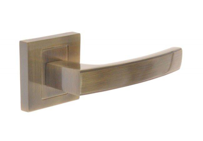 Klamka drzwiowa INFINITY HERMES KHR 400 z tarczką kwadratową patyna